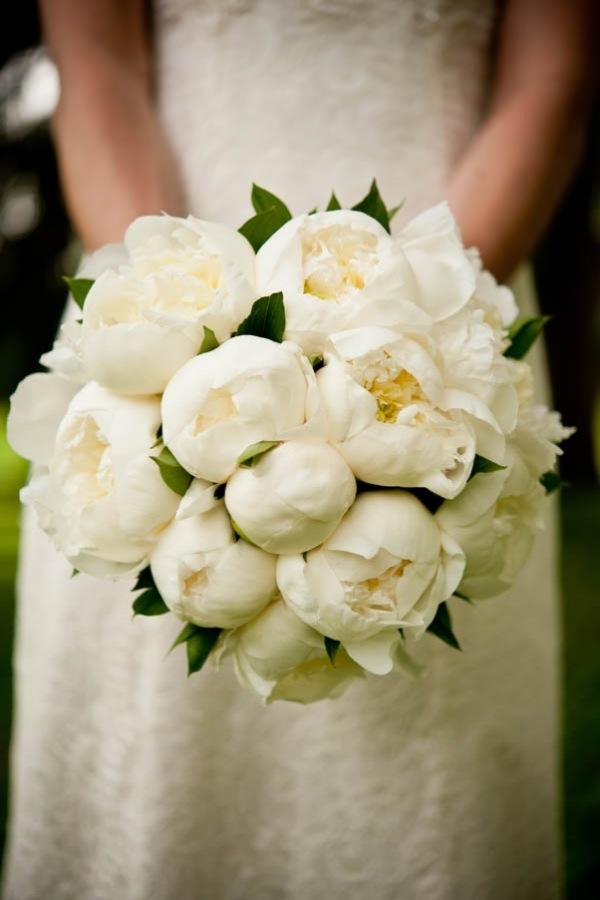 White-Peonies-Bouquet-Bridal-Store-Miami